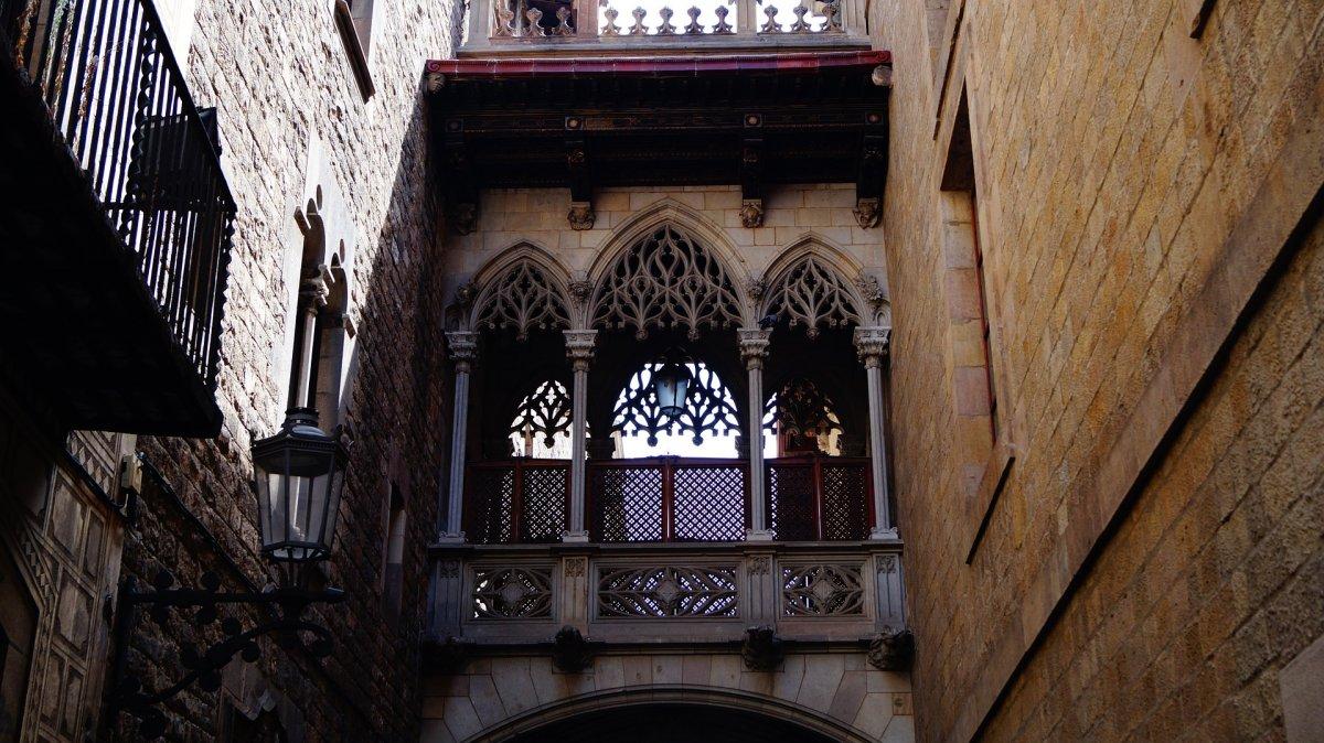По историческому центру Барселоны