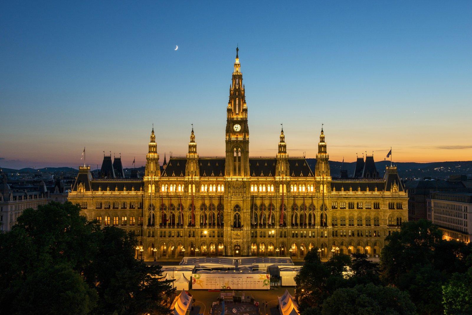 Групповая экскурсия «Вечерняя Вена», включая ужин в хойригере