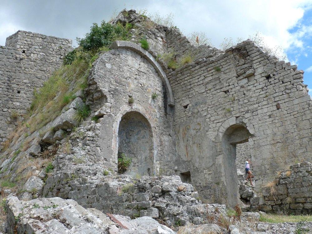 Старый град Бар и его окрестности