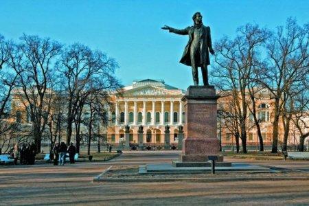 «Москва как-то незаметно отдала Пушкина Петербургу...»
