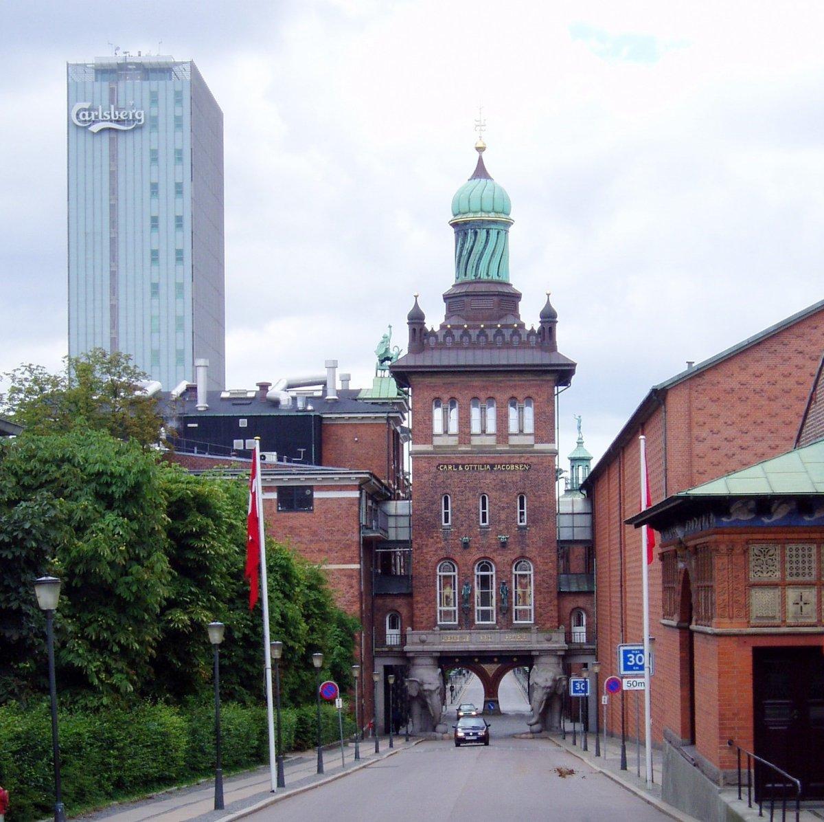 Музей — пивоварня Карлсберг,  с дегустацией.
