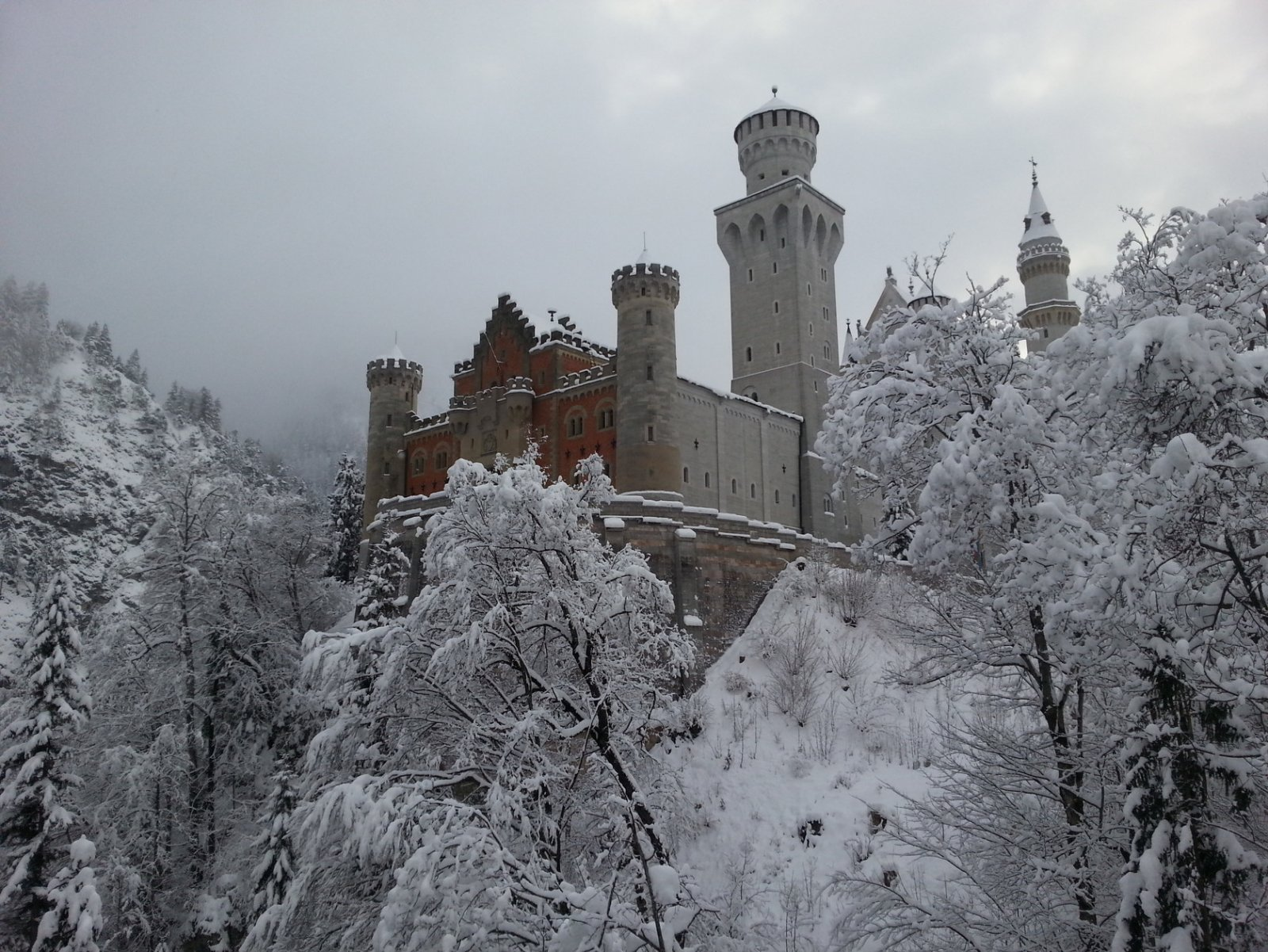 Замок короля Людвига II Нойшванштайн, церковь Вискирхе, деревня Обераммергау