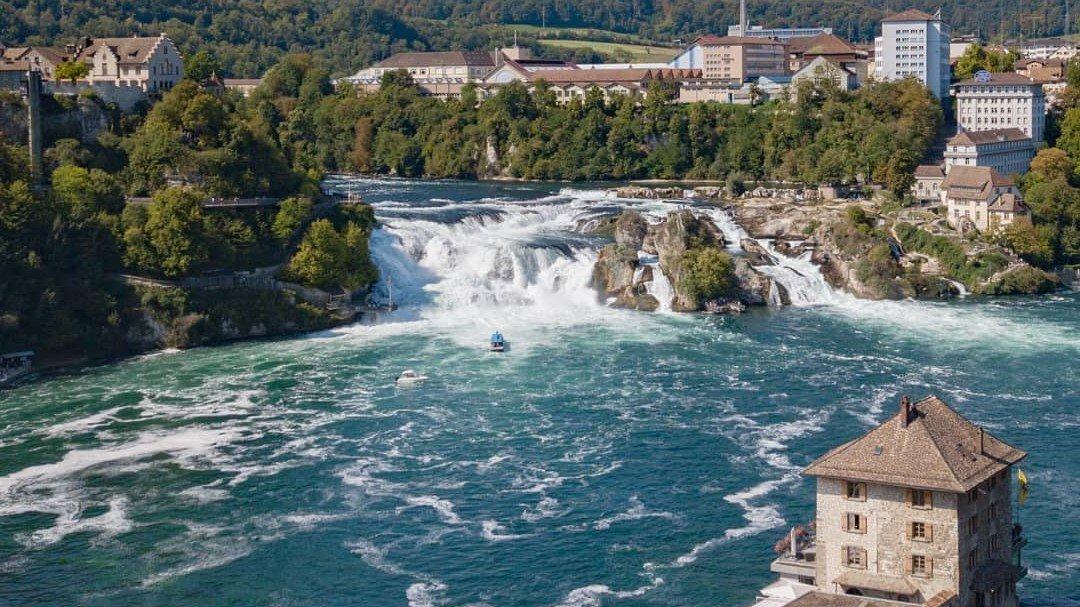 Великолепный Рейнский водопад и Штайн ам Райн.