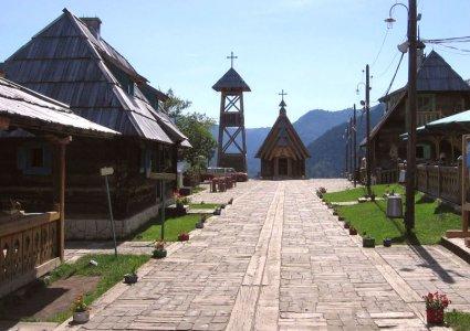 Деревня Кустурицы Дрвенград — (Мечавник)