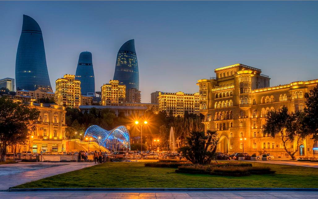 Вид на Баку ночью