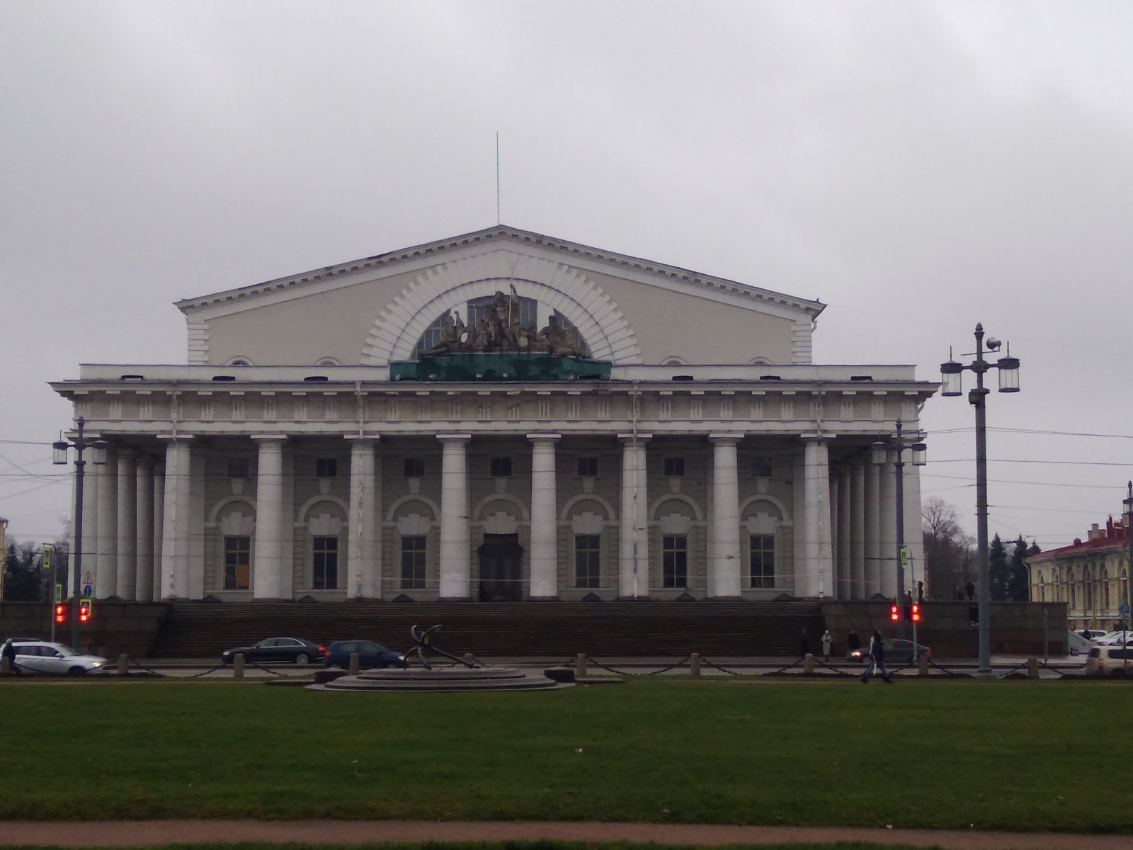 Пешеходная обзорная экскурсия «От Стрелки до Михайловского замка»