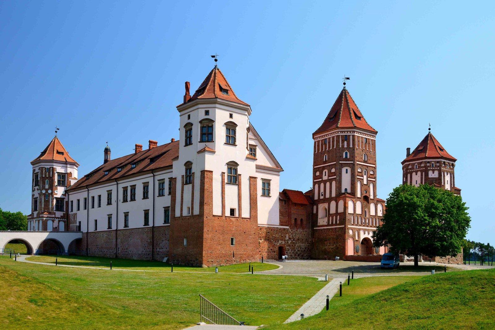 Дворец в Несвиже и замок в Мире — резиденции магнатов Радзивиллов