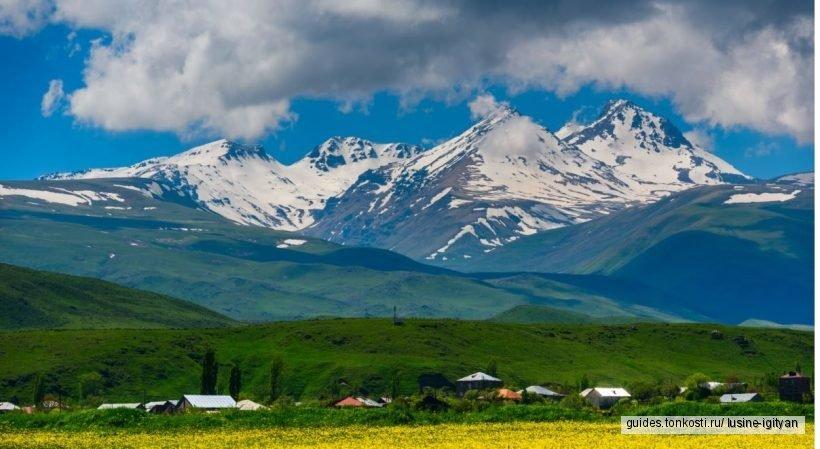 Гора Арагац — озеро Кари — памятник армянскому алфавиту — крепость Амберд