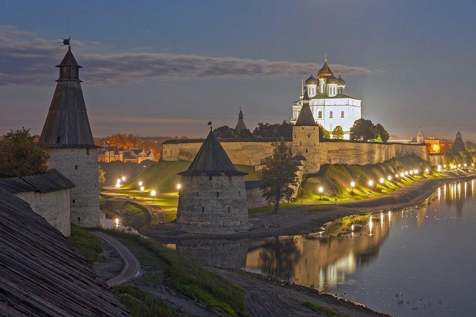 По историческому району Запсковье