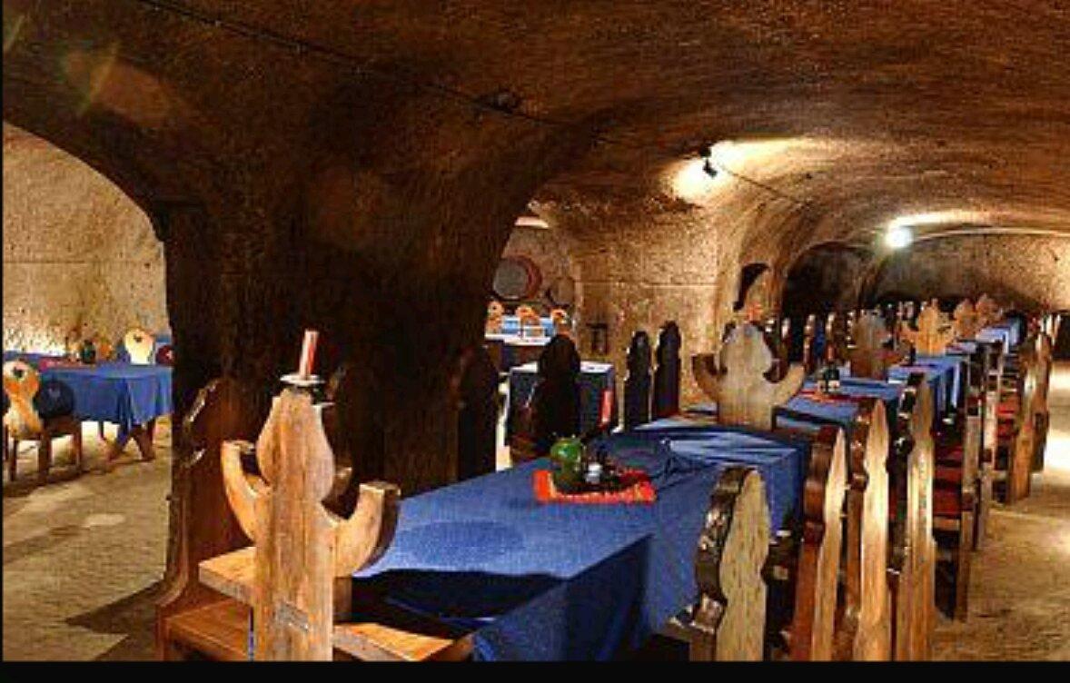 Средневековый замок в чудном Эгере — городе знаменитого красного вина мужской силы «Бычья кровь»