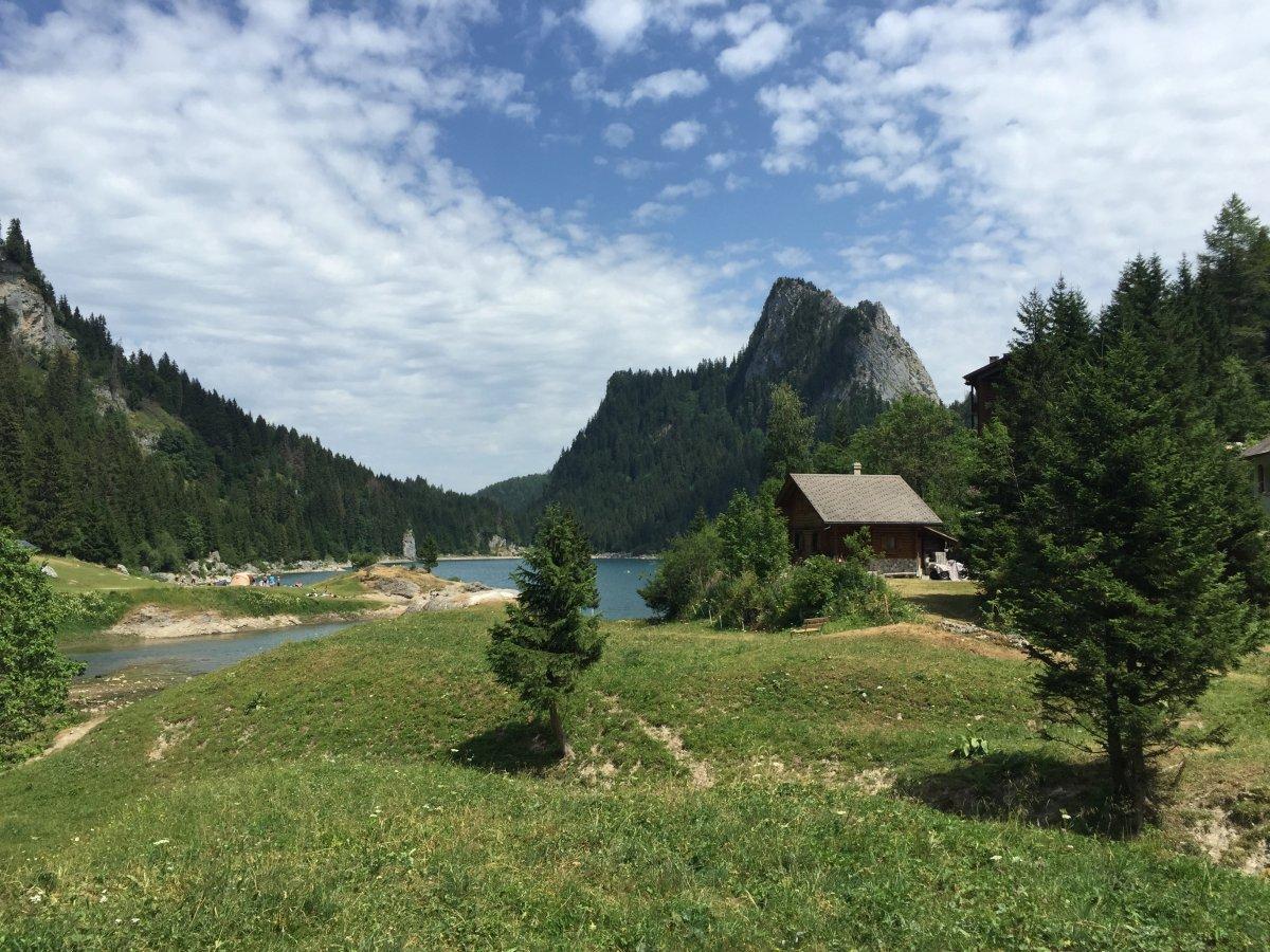 Панорама Швейцарской Ривьеры
