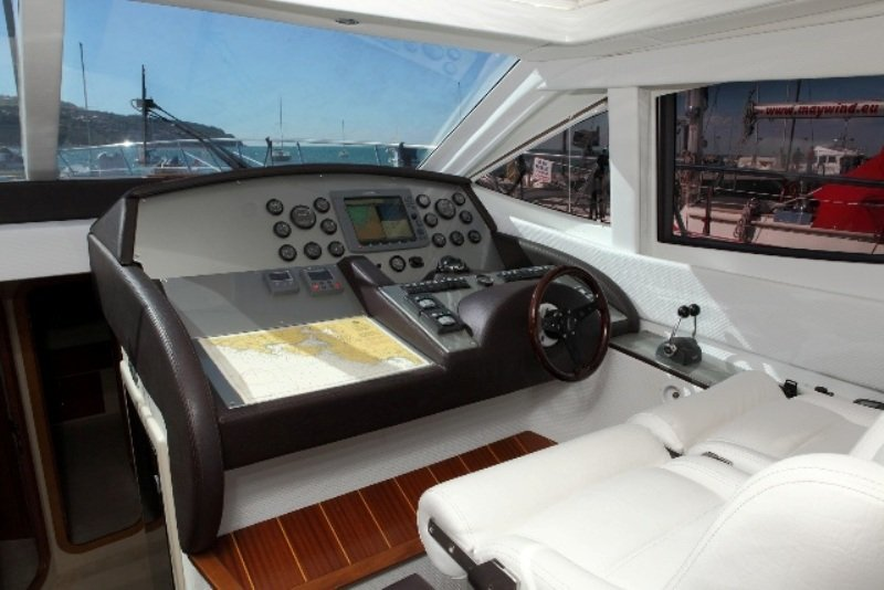 Морская прогулка на моторной яхте