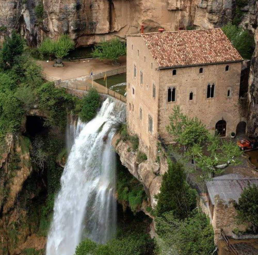 Сан-Мигель-дель-Фай (San Muguel del Fai) — монастырь на краю пропасти