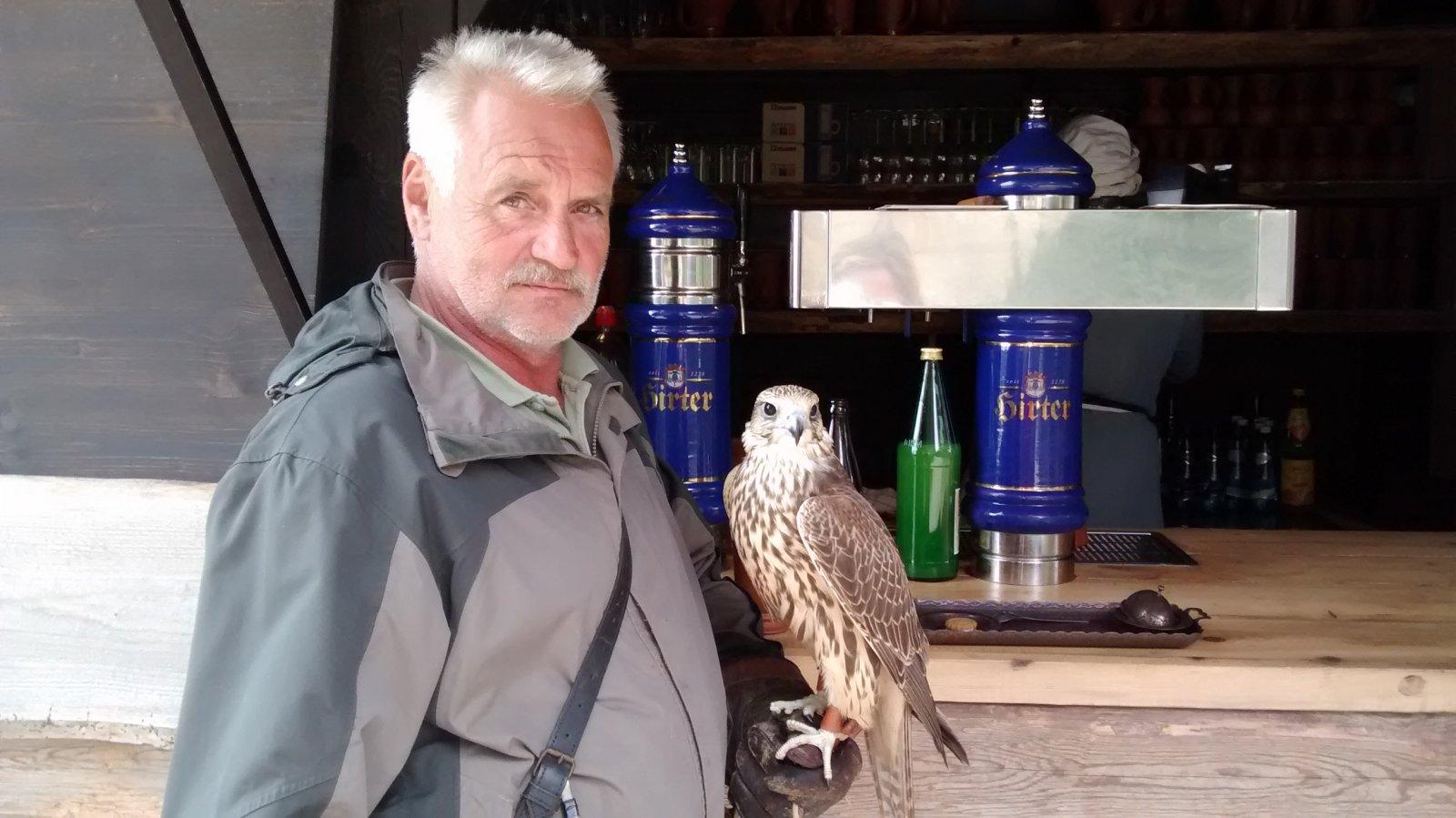 Австрийский Эскориал и соколиная охота