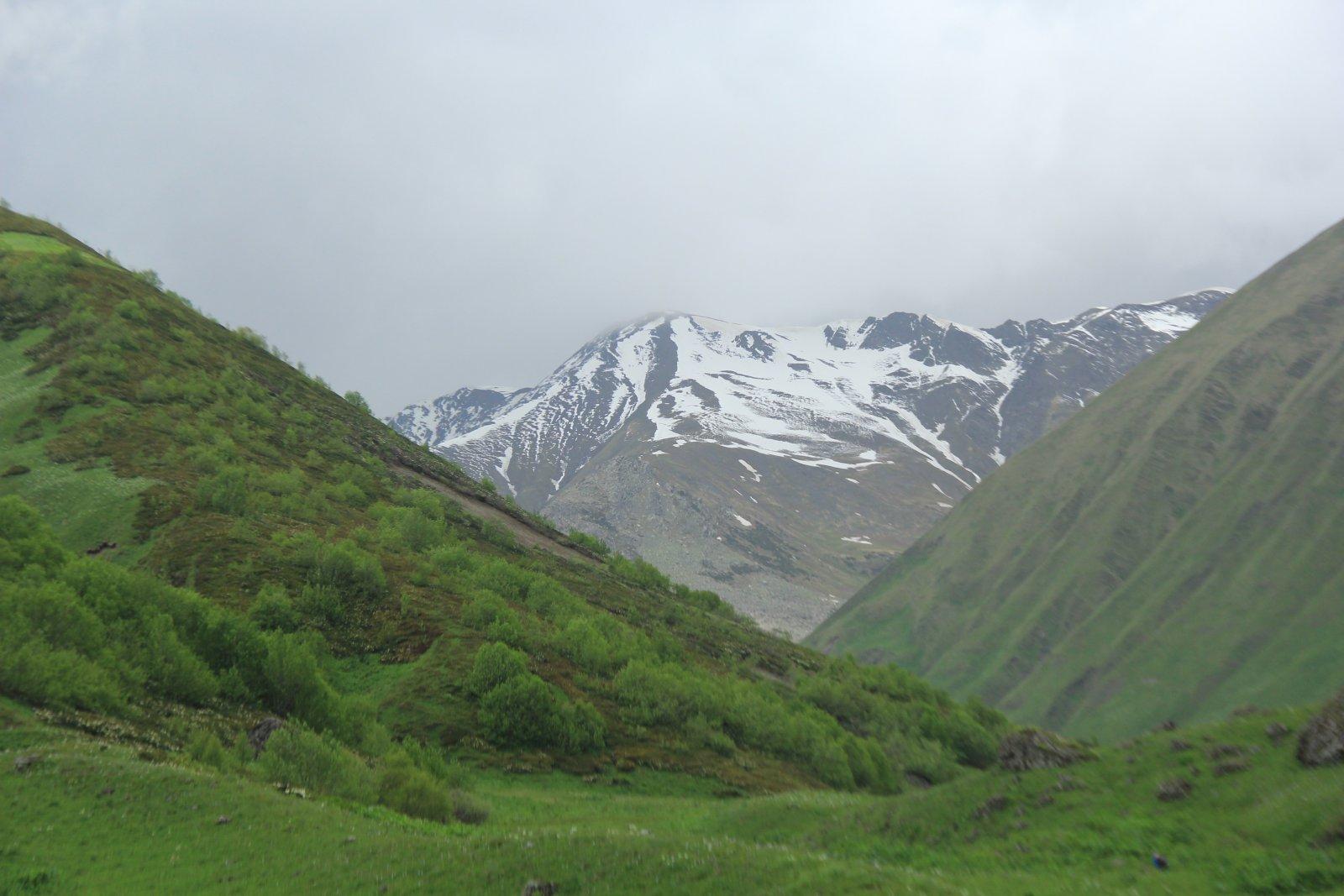 Поход в село Джута и к скальному массиву Чаухи