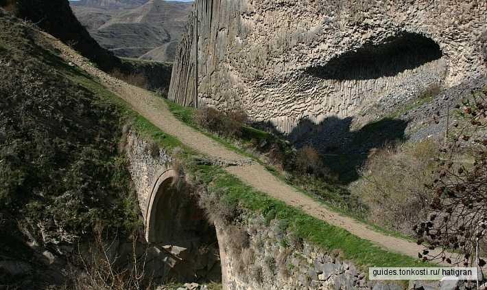 Храм Гарни и царская баня, Симфония камней, Монастырь Гегард и источник в пещере