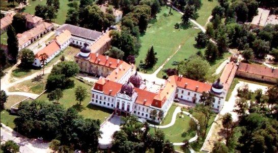 «Венгерский Версаль» — летняя резиденция венгерских королей с любимым дворцом королевы Сисси