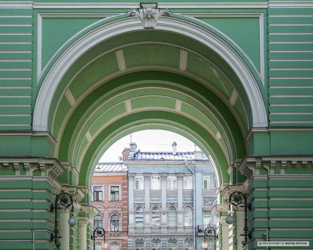 Вокруг Чернышевской: старинные доходные дома снаружи и изнутри