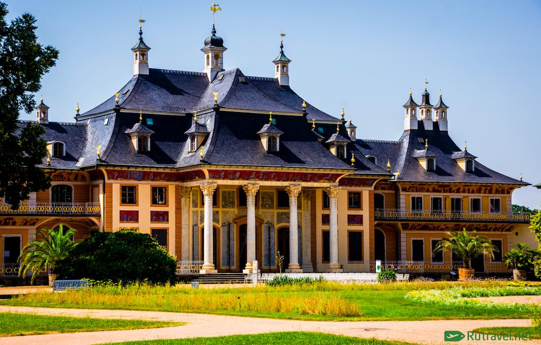 Сказочный замок Пильниц