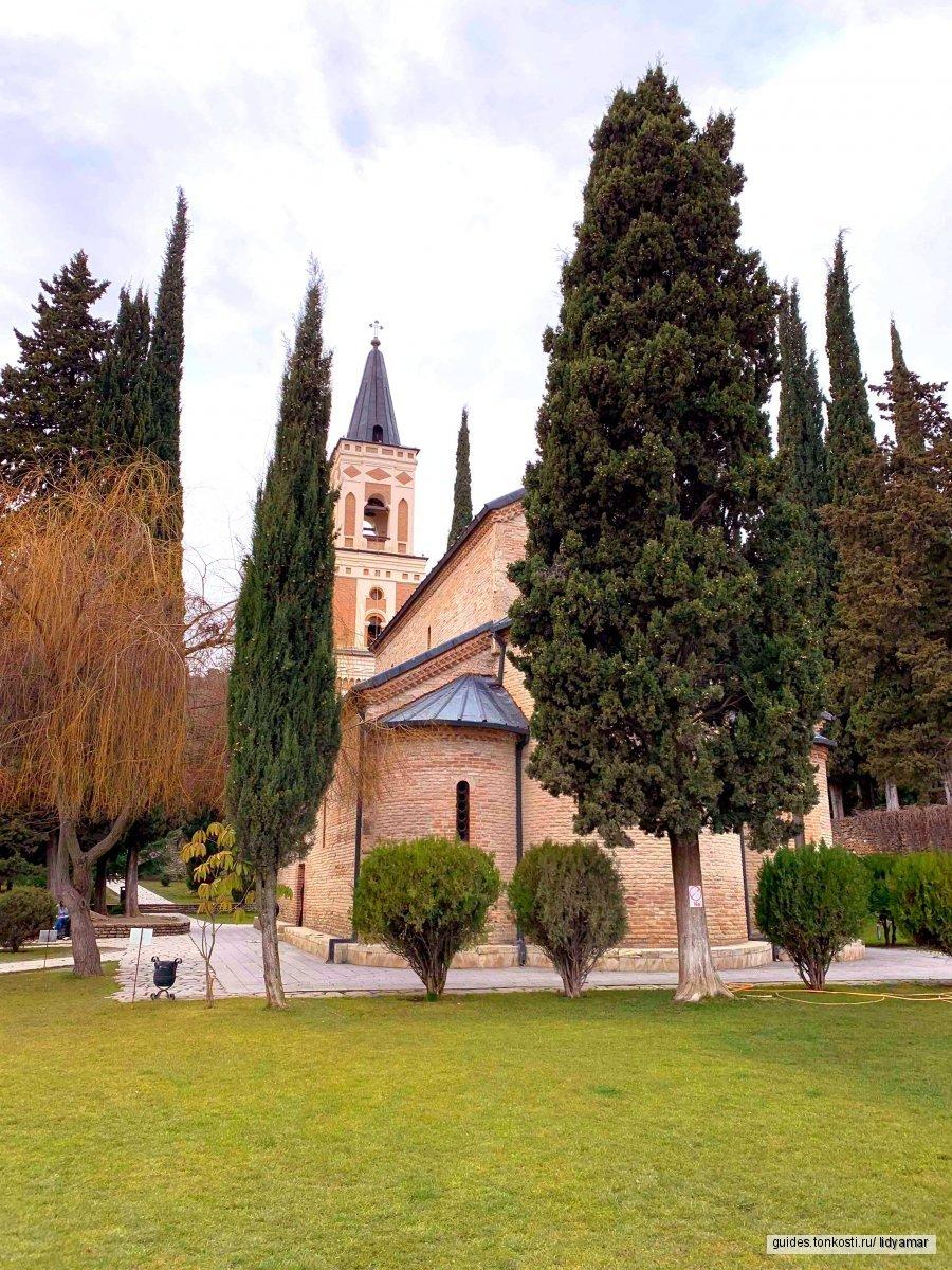 Алазанская долина, Пиросмани и вино