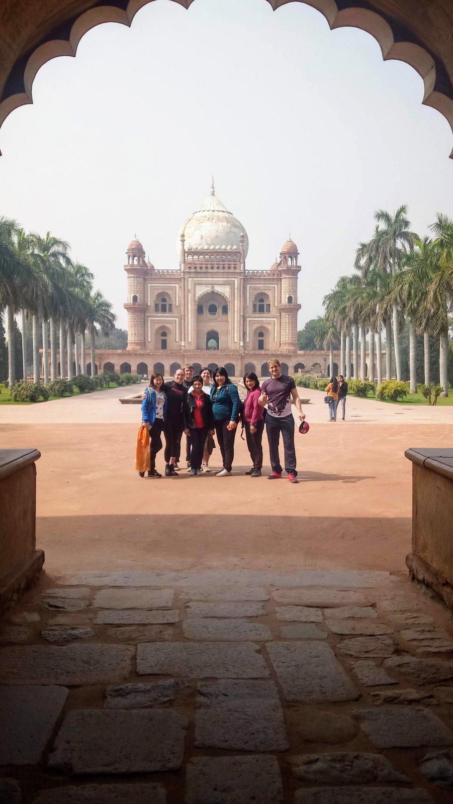 Групповая экскурсия по городу Дели