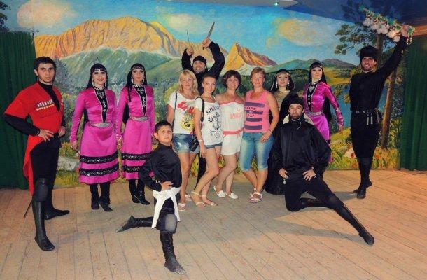 Долина легенд: «33 водопада + кавказское застолье + шоу горцев»