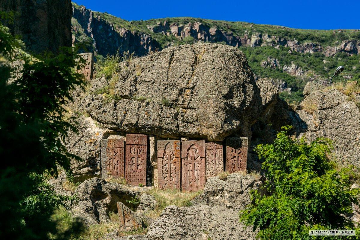 Храм богу Солнца (Гарни) и монастырь Гегард
