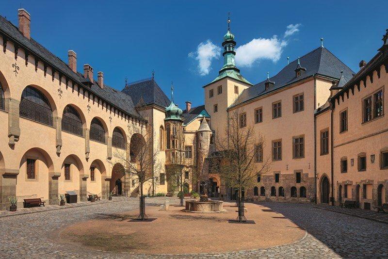 Индивидуальная экскурсия из Праги в магический город Кутна-Гора и романтический замок Жлебы