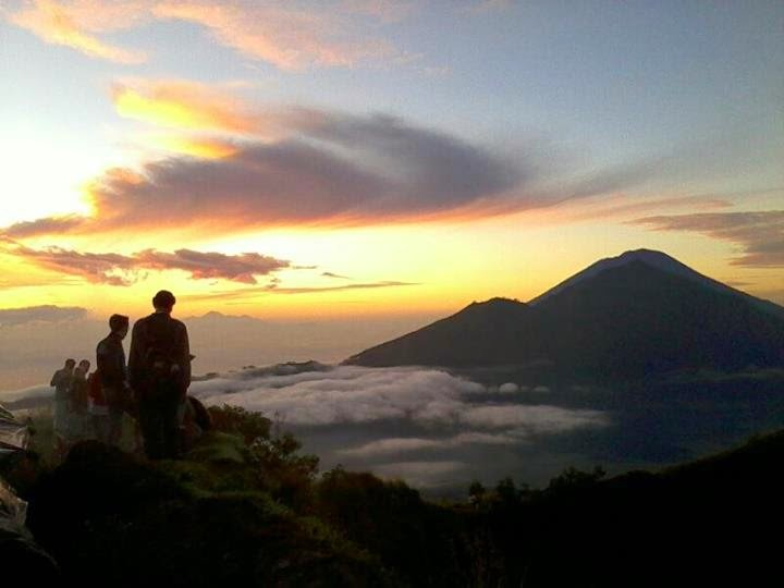Рассвет на вулкане Батур