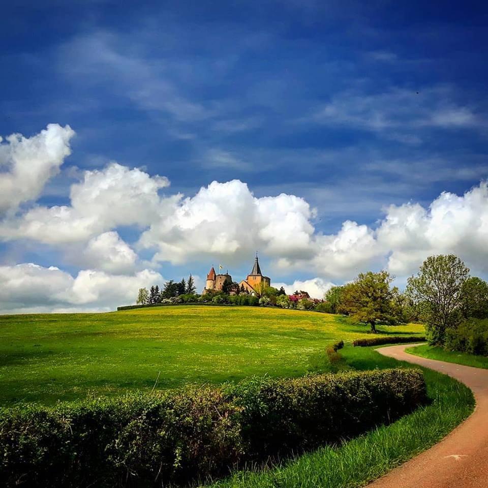 Замки, аббатства и романские храмы Бургундии