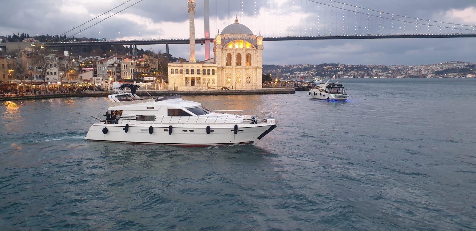 Летний тур на яхте. Прогулка по Босфору или вокруг Принцевых островов