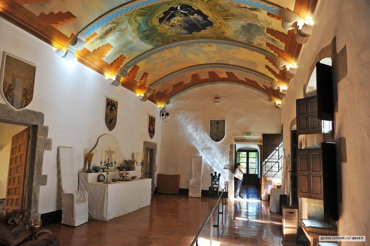 Жирона + замок Гала Дали