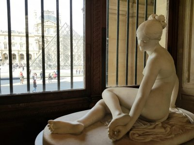 3 богини Лувра