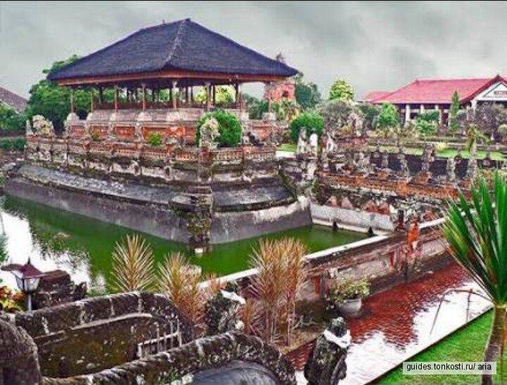 Водный дворец Тирта-Ганга