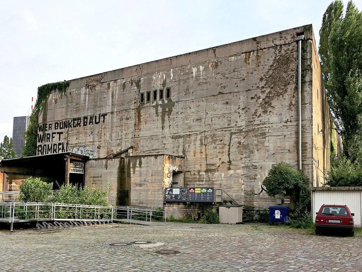 Музей Гитлера. Улица власти. Мемориал павшим советским солдатам
