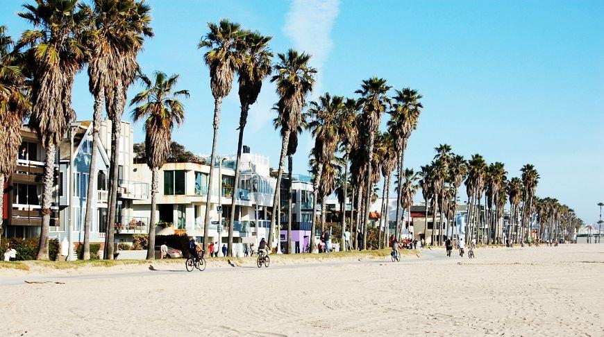 Неподражаемый ЛА — пляж, море, солнце, «звёзды»...