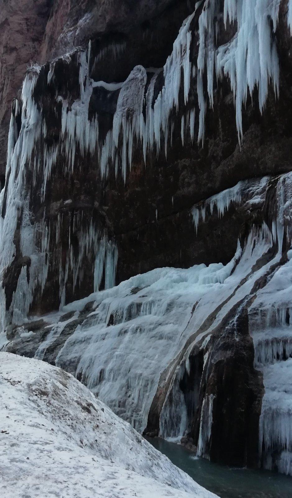 Красоты Кавказа: Чегемские водопады и замок Шато Эркен