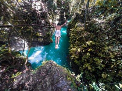 Каньонинг (спуск по реке с прыжками в лагуны водопадов) на реке Канлаоб