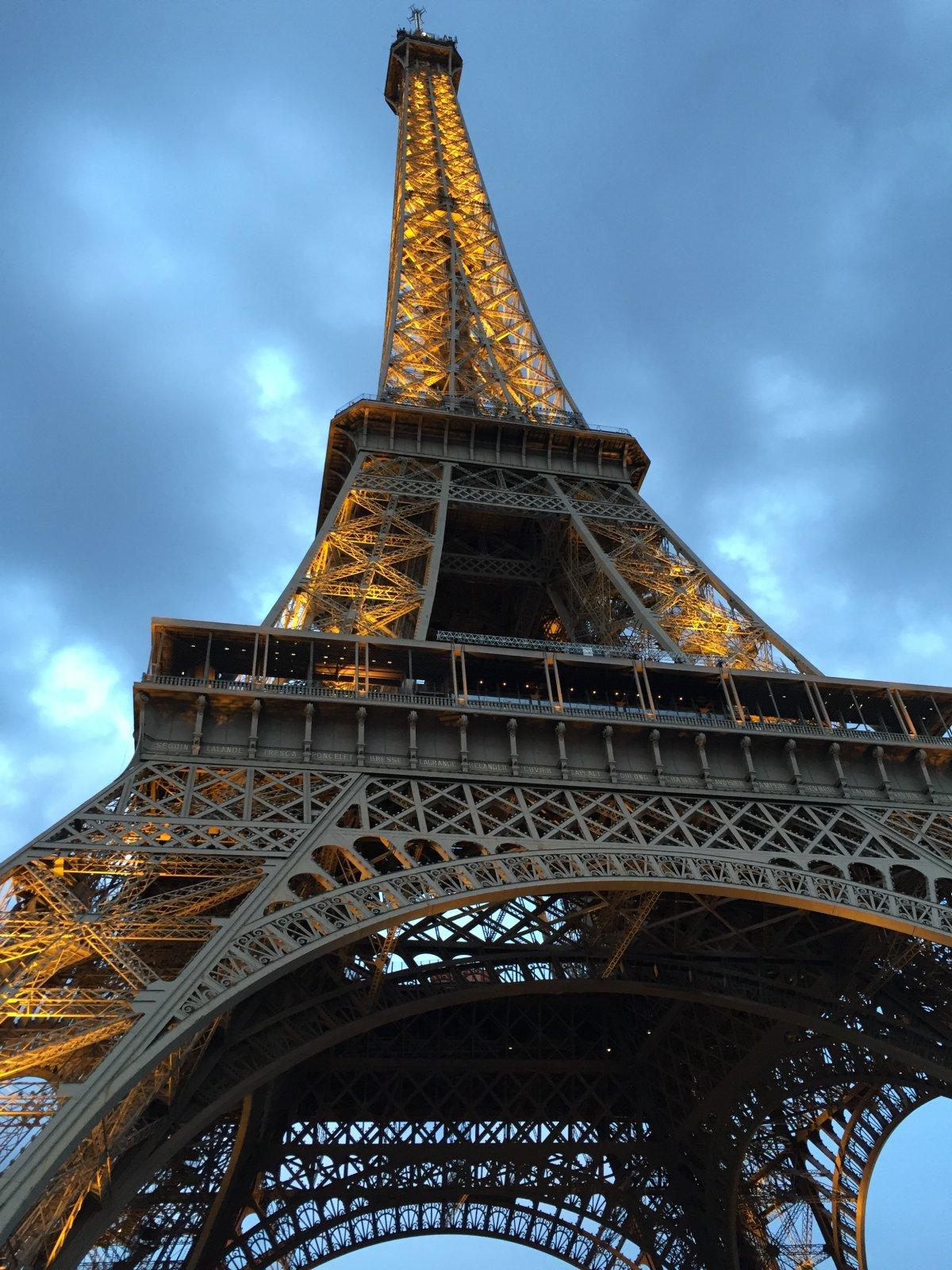 Дворцы у Эйфелевой башни