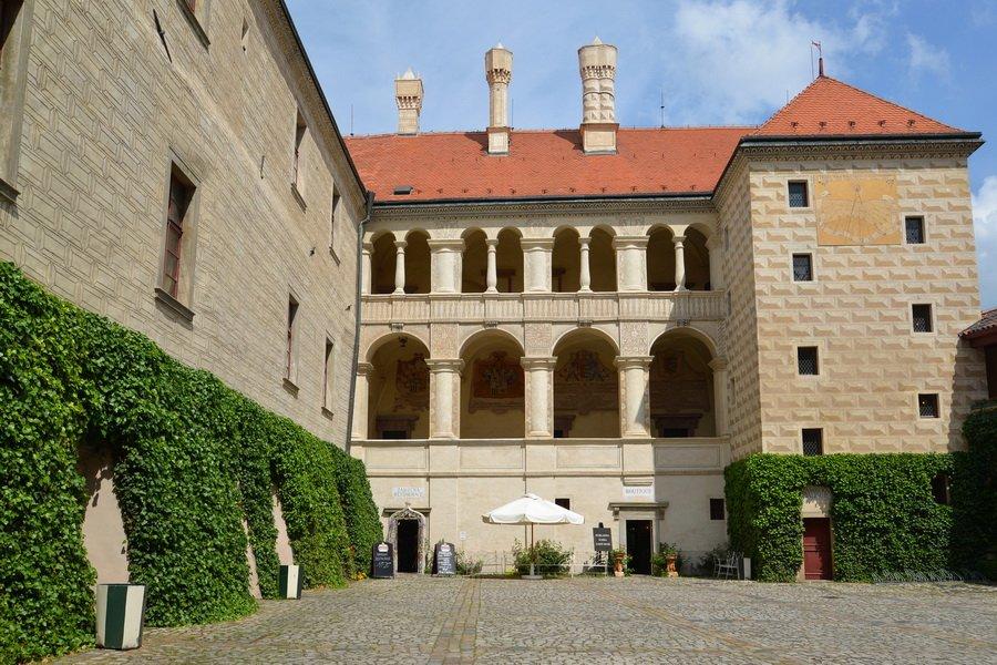 Замок Мельник и дегустация вина