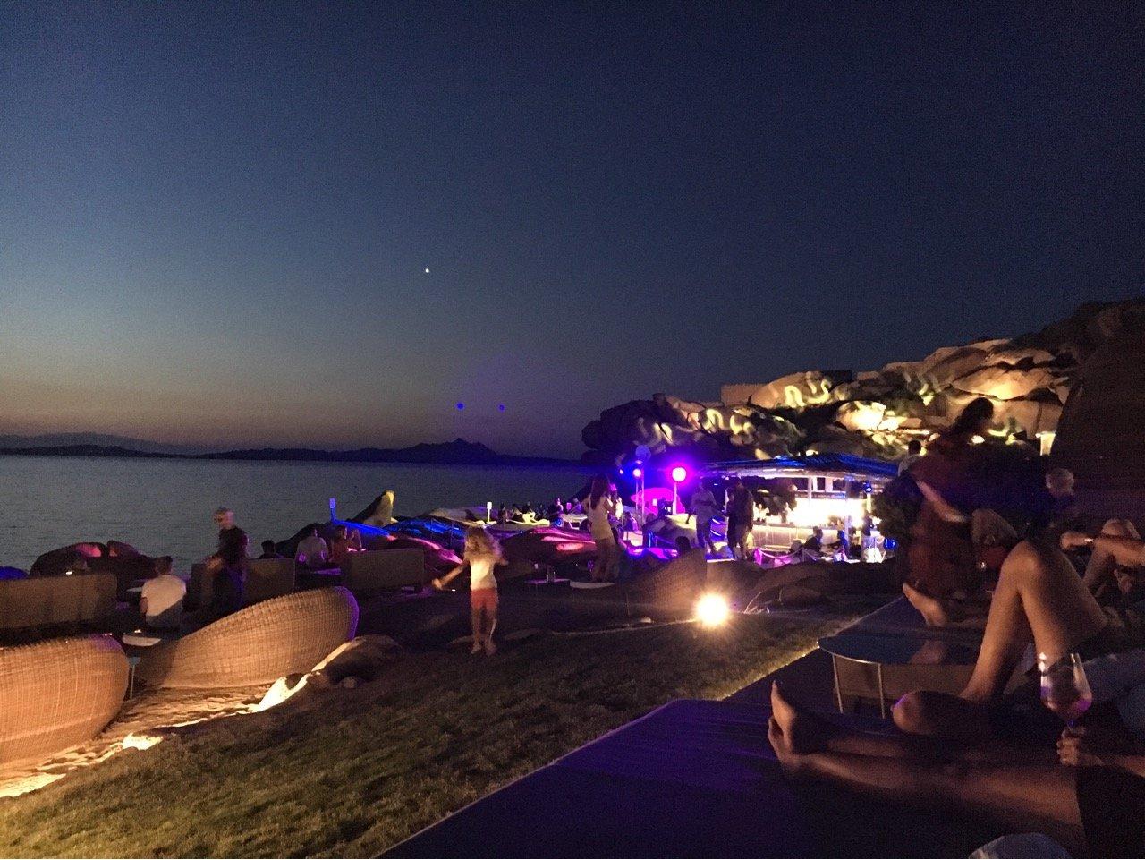 Ночной Порто-Черво и дискотека под открытым небом «Фи Бич»