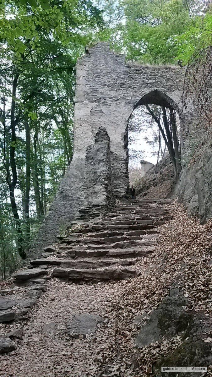Махово озеро, Бездез и другие брутальные замки