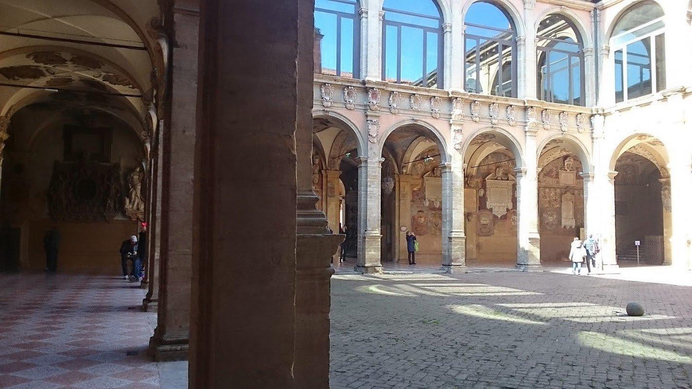 Пешеходная экскурсия по Болонье. Болонья Солнечная