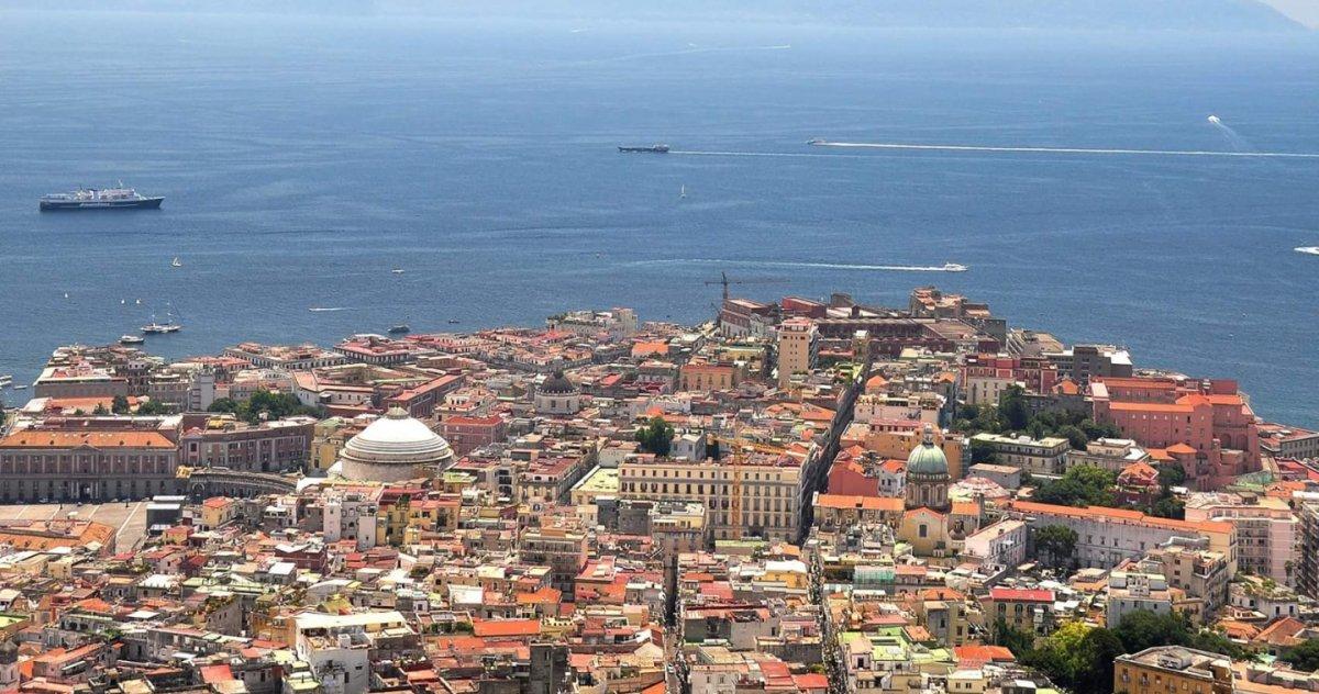 Комплексная обзорная по солнечному Неаполю на четырех холмах