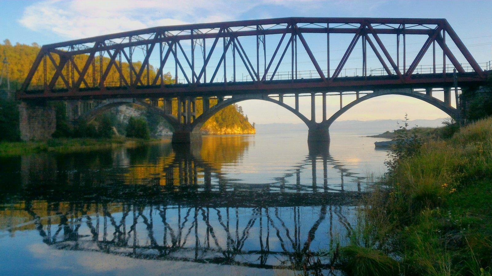 Кругобайкальская железная дорога на быстроходном катере — 5 часов