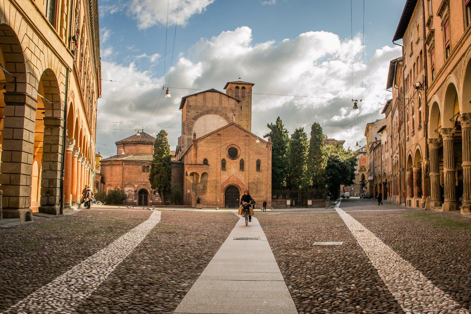 Болонья. От Средневековья к современности через башни и портики