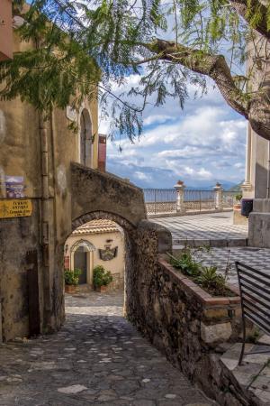 «Жемчужины Средиземноморья»: Таормина и Кастельмола