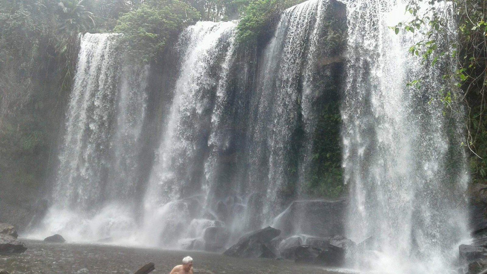 Место великого религиозного и культурного паломничества — водопад Пномкулен