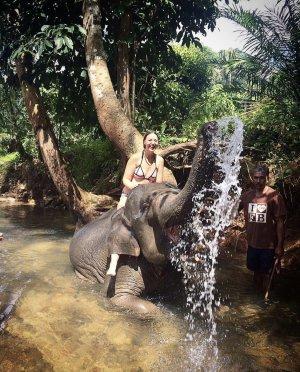 Сафари на слонах и живописный водопад Хуай То
