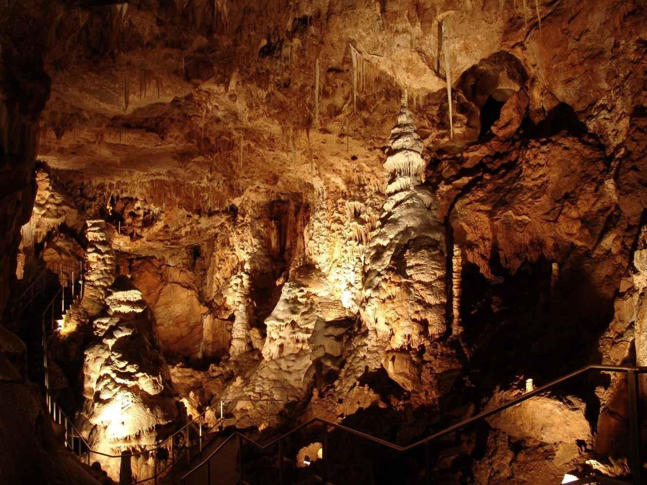 Из Праги в замок Карлштейн + Конепрусские пещеры